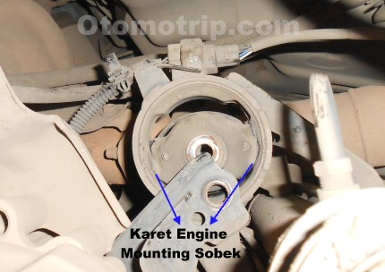 Karet atau rubber pada engine mounting sobek