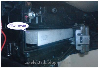 Pasang Filter Evaporator setelah dibersihkan