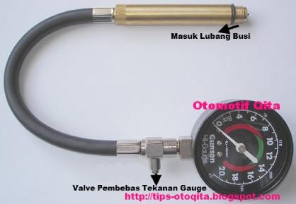 Alat untuk cek tekanan kompresi mesin bakar mobil