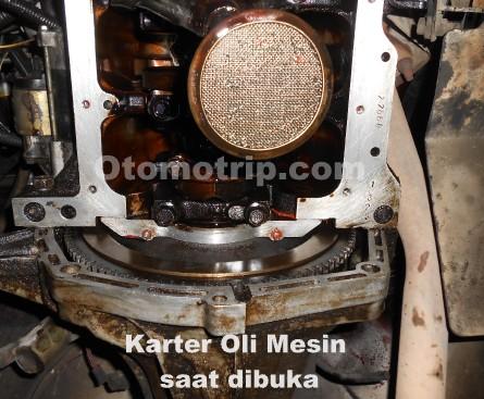 Gambar mesin daihatsu feroza saat dibuka karter oli