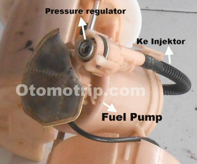 Pompa bensin mobil efi dengan regulator tekanan