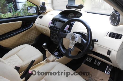 Gambar-kabin mobil sedan