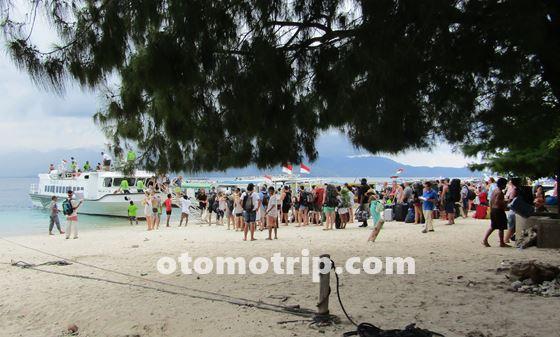 suasana saat turis mancanegara hendak meninggalkan gili trawangan lombok